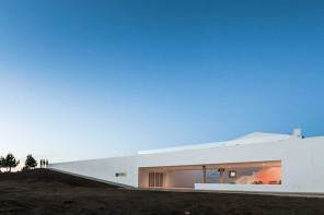 由[i]da arquitectos 事務所設計的Pe No Monte Rural Tourism 度假酒店
