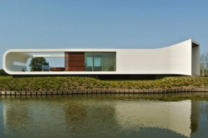 Waterstudio Architects 打造極具未來感的湖濱別墅——Futuristic Lakeside Villa