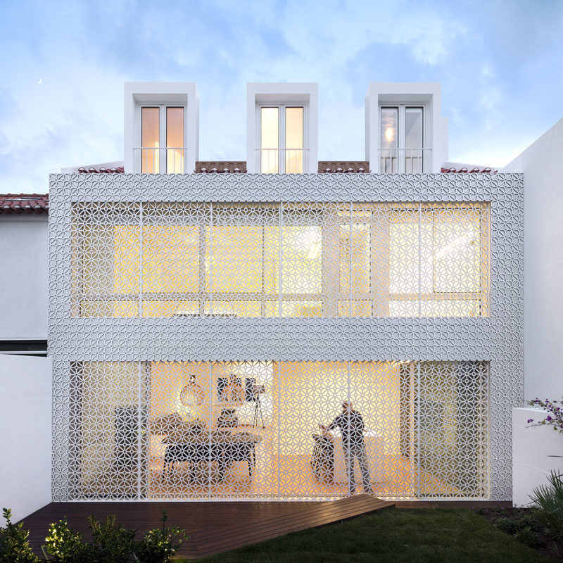 This Home Is Covered In A Security Screen With Style 1