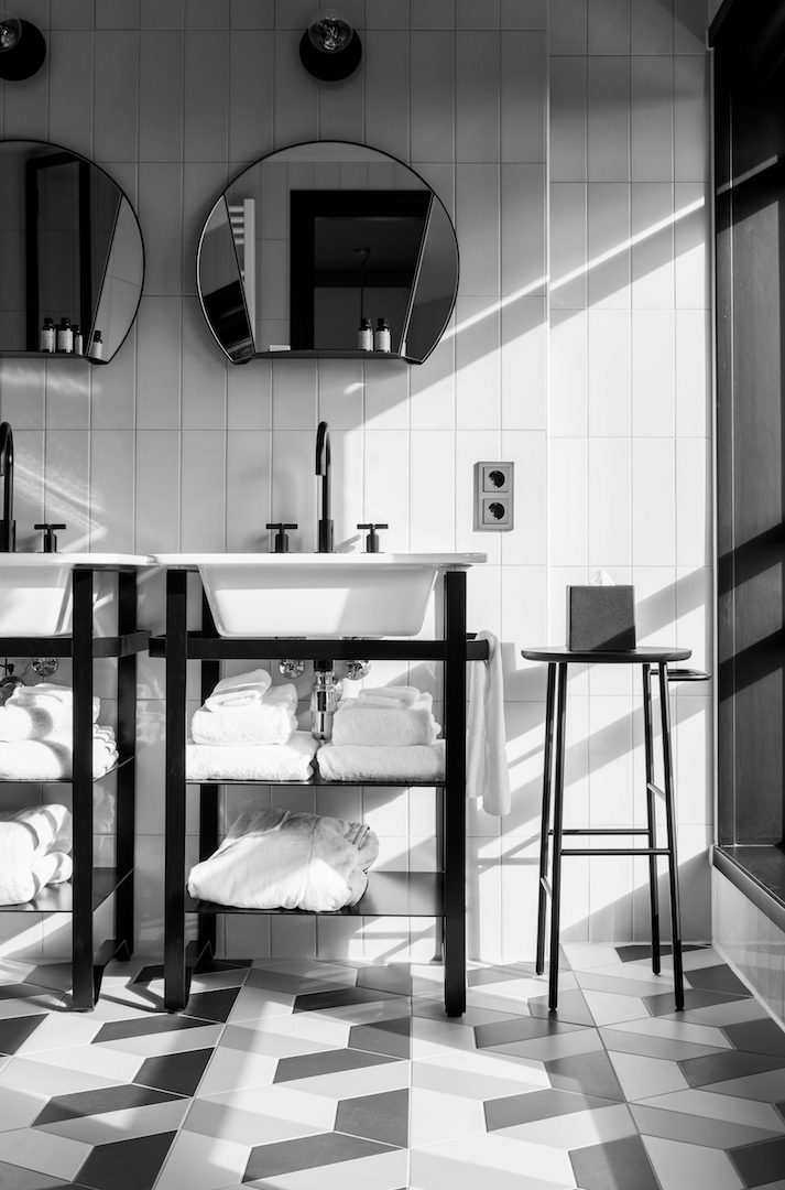 HOTEL V FIZEAUSTRAAT IN AMSTERDAM 8