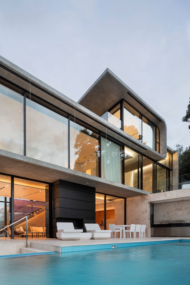 This House Sits Above A Rocky Cliff Overlooking Ocean 5