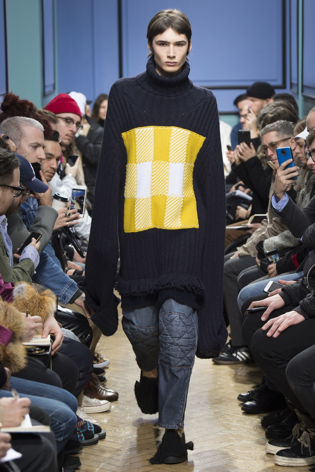trendsfolio-fall-2017-menswear-j-w-anderson-17